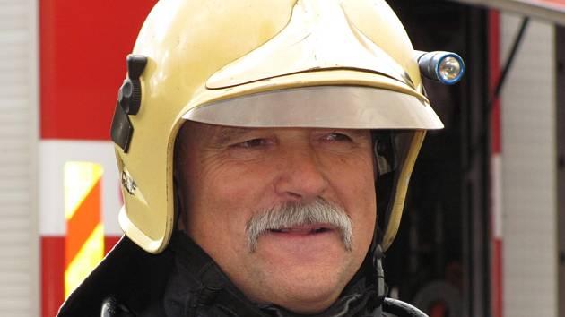 JAN KUBALE profesionální hasič z Jablonce na snímku při své poslední směně na konci listopadu 2011.