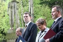 Pietní akt u pomníku obětem 2. světové války v Rýnovicích se uskutečnil v pondělí 10. května.