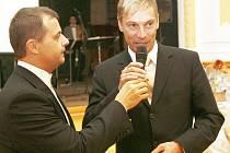 Starosta Desné Marek Pieter s mikrofonem.