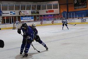 Hokejová liga staršího dorostu HC Vlci - Kralupy n. Vltavou 4:2.