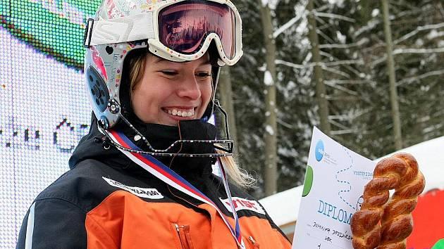 Jablonecká lyžařka Dominika Drozdíková dominovala na mistrovství České republiky ve sjezdovém lyžování, stejně jako na Dětské olympiádě mládeže a o víkendu patří k favoritkám v závodech na Špičáku.