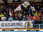 Druhý zápas čtvrtfinále play off 2. ligy ledního hokeje skupiny Západ + Střed se odehrál 14. března 2017 na Jabloneckém zimním stadionu. Utkaly se celky HC Vlci Jablonec nad Nisou a HC Tábor. Na snímku fanoušci Jablonce.