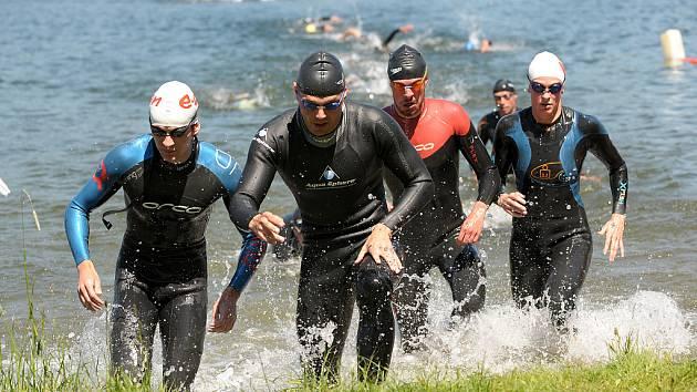 V Jablonci nad Nisou v okolí přehrady v neděli proběhl tradiční Skupina ČEZ Jablonecký sprinttriatlon 2009.