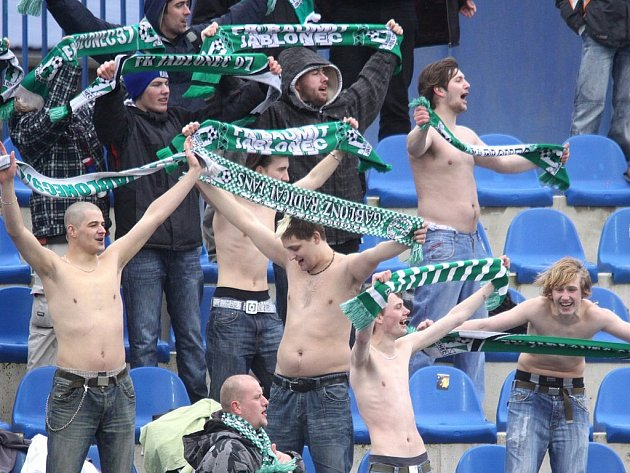 Fanoušci FK BAUMIT se na utkání těší.