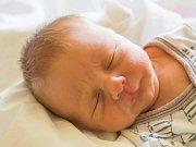 ADAM ZRUBEC se narodil v neděli 23. července mamince Zuzaně Kučerové z Liberce. Měřil 44 cm a vážil 2,55 kg.