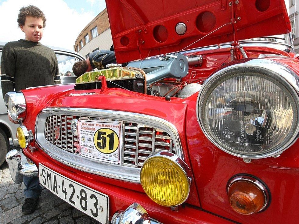 Jízda horním Pojizeřím odstartovala z náměstí v Železném Brodě. Desítky automobilů a motocyklů projely náročnou tratí na Železnobrodsku, dlouhou kolem padesáti kilometrů.
