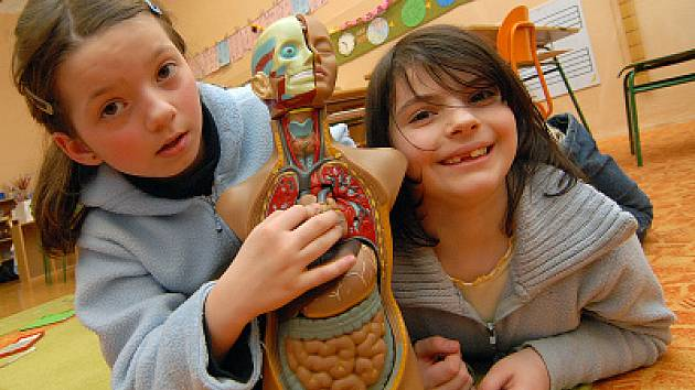 Škola se systémem výuky Montessori je velmi oblíbená alternativní metoda školství.Ta Jablonecká v Pivovarské ulici má v těchto dnech otevřené dveře pro budoucí zájemce a jejich rodiče.