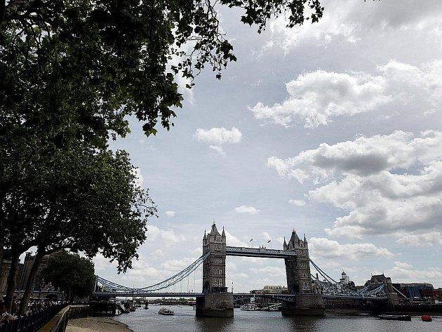 Dovolená a turistika. Velká Británie - Londýn. Pohled na Tower bridge.
