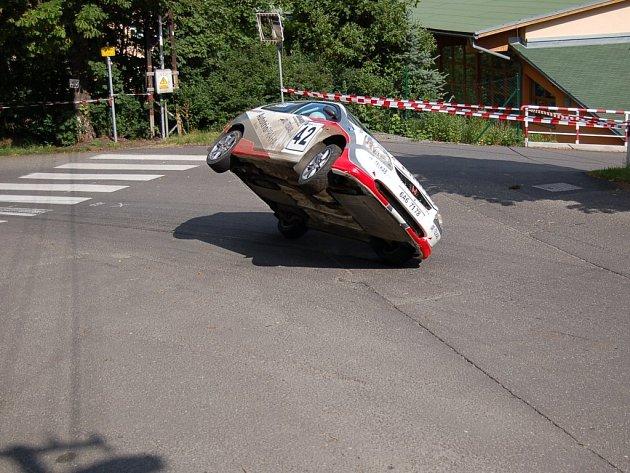 Mezi závodníky byl i pilot Petr Křížek se spolujezdcem Petrem Chlupem  na voze Honda Civic Type R. Jejich nehoda se obešla bez zranění.