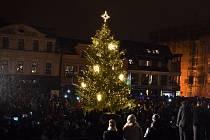 Vánoční strom na jabloneckém náměstí.