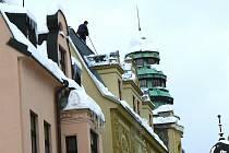 Tíhou sněhu a následnou oblevou došlo i ke škodám na majetku.