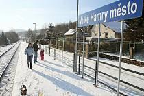 Železniční zastávka Velké Hamry.