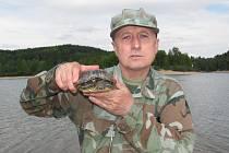 Z popuštěné první přehrady v Jablonci vylovil ve středu Miroslav Štrunc želvu nádhernou větších rozměrů.