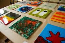Studenti Střední uměleckoprůmyslové školy a Vyšší odborné školy (SUPŠVOŠ) představili tento týden svou tvorbu v rámci expozice klauzurních prací. Výstava nabídla řadu zajímavě vytvořených grafických prací i uměleckých šperků a doplňků.