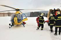 Projíždějící vlaková souprava srazila v pátek 13. února ve čtvrt na čtyři odpoledne v tunelu mezi Dolním Polubným a Desnou třiasedmdesátiletého muže. I přes rychlý transport vrtulníkem do liberecké nemocnice muž zraněním podlehl.