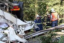 Na silnici mezi Železným Brodem a Tanvaldem se opět převrátil kamion v prudkých zatáčkách. Na tomto úseku to není ojedinělý typ nehody. Řidič kamionu byl ve voze zaklíněn více jak dvě hodiny, než se k němu záchranáři prostříhali.