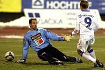 LEKCE OD BANÍKU. Jablonečtí fotbalisté, po minulém kole vedoucí mužstvo 1. ligy, inkasovali v Ostravě čtyři góly.