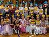 Prvňáci z 1. C Základní školy Jablonec nad Nisou, Liberecká 26 a třídní učitelka Dana Brouzdová při Slavnosti slabikáře.