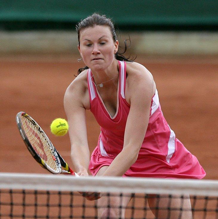 Mezinárodní tenisový turnaj žen Jablonec Cup 2012 vstoupil do hlavní soutěže. Na snímku Veronika Závodská z České republiky.