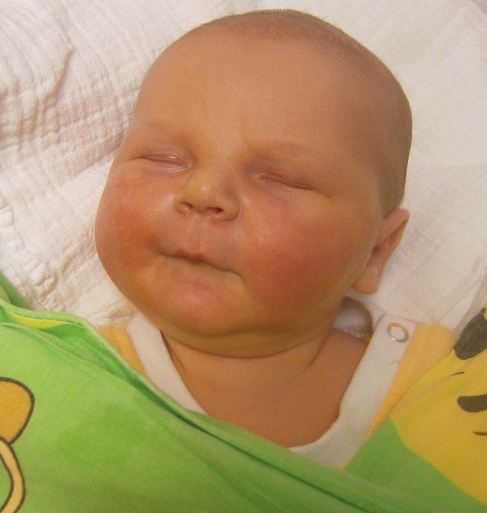 Vojtěch Rosenbaum se narodil Janě a Martinovi Rosenbaumovým z Jindřichovic pod Smrkem dne 18.11.2015. Vážil 4990 g a měřil 55 cm.
