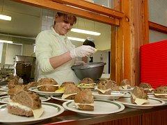 Svačina či oběd ve škole - pro všechny děti to není pravidlo