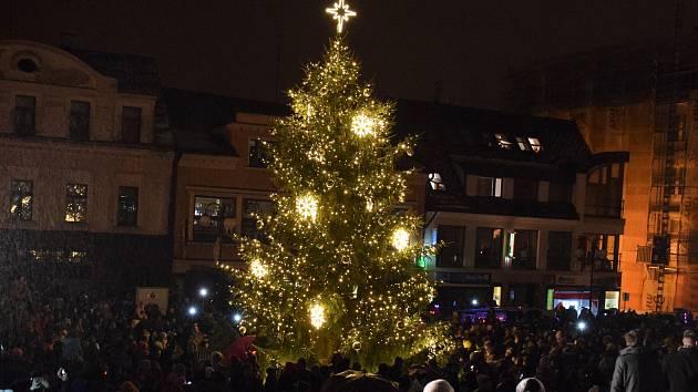 Slavnostní rozsvícení vánočního stromu v Jablonci.