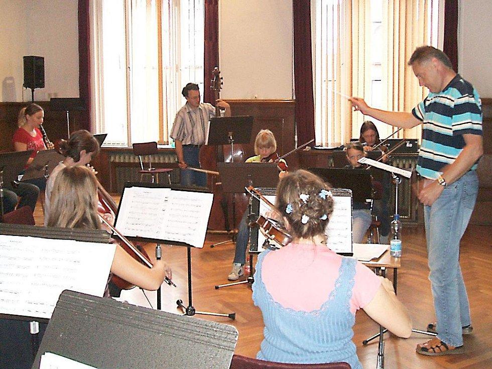 První velkou zkoušku nové koncertní sezony mají za sebou hráči Jabloneckého komorního orchestru při Základní umělecké škole v Jablonci.