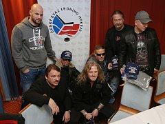 Skupina Kabát věnovala hokejistům dárek. Pomoct národnímu týmu na světovém šampionátu má i nejnovější skladba skupiny Brousíme nože.
