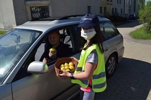Děti rozdaly více jablek než citrónů