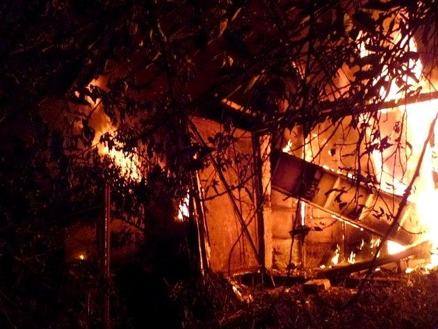 Požár dřevěné kůlny.