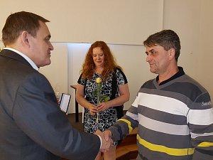 Dárci krve dostali bronzovou plaketu Dr. Janského