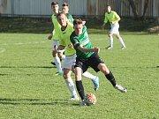 V Ruprechticích prohráli domácí (žluté dresy) 0:5 s Velkými Hamry, které vedou krajský přebor.