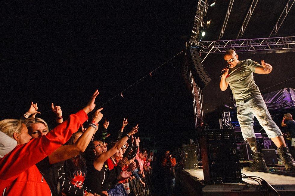 Festival Keltská Noc! 2019 pod skokanskými můstky v Harrachově. Koncert kapely Tři sestry. Na snímku Lou Fanánek Hagen