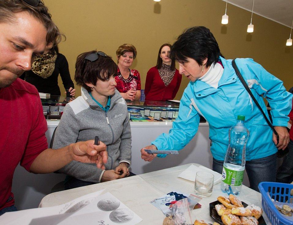 Olympijská vítězka Martina Sáblíková zavítala do Jablonce nad Nisou. Na snímku je Martina Sáblíková a Jakub Flejšar (vlevo).