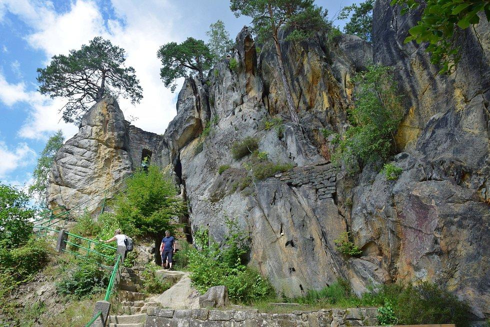 Vranovský jarmark na maloskalském skalním hradě.