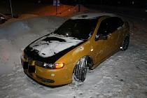 Řidič, který odbočoval na parkoviště, nedal znamení o změně směru jízdy. Skončilo to nehodou.