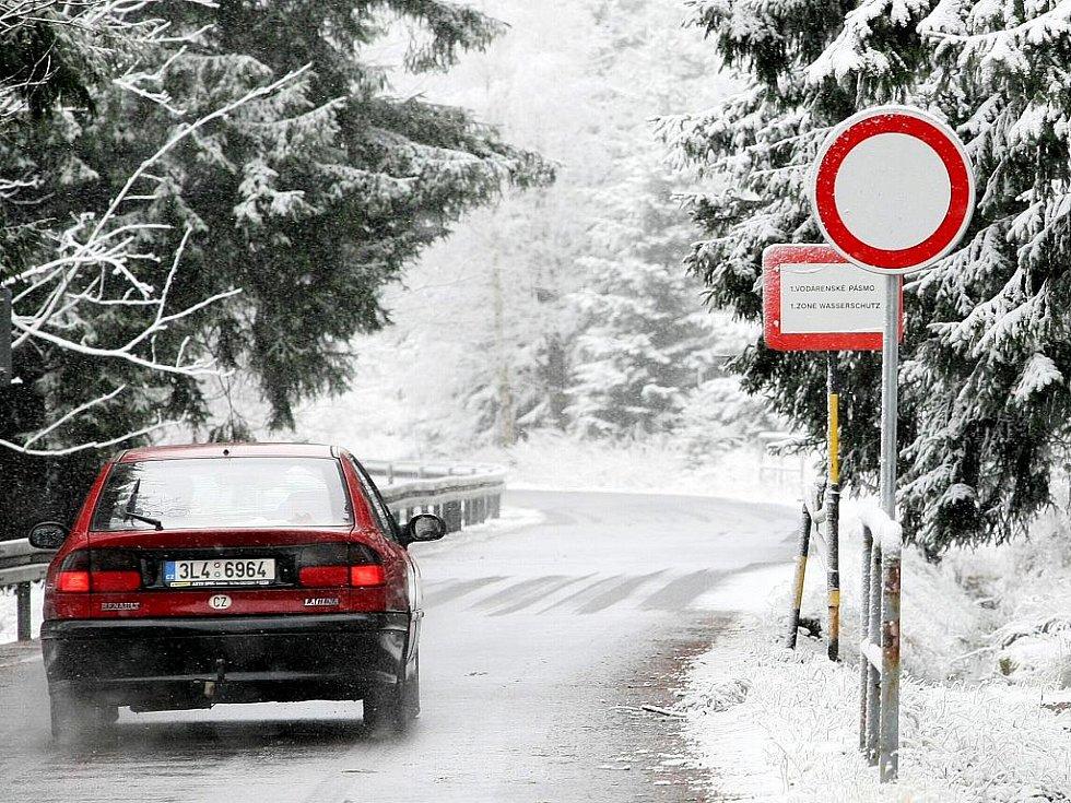Silnice kolem přehradní nádrže Souš je na zimu uzavřena.