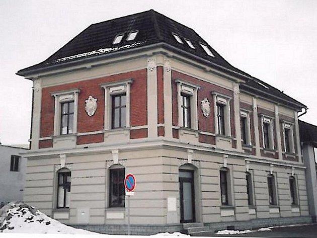 FOTO č. 3 Víte, co je to za zajímavou budovu a kde stojí?