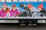 Čeští biatlonisté představili 7. listopadu v Jablonci nad Nisou zbrusu nový servisní kamion. Na kamionu zleva je Gabriela Koukalová, Veronika Vítková, Ondřej Moravec a Michal Krčmář.