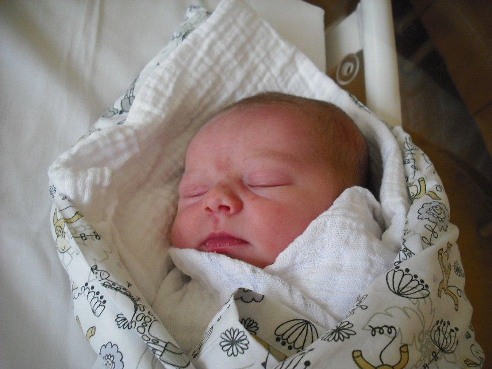 Viktorie Strnadová. Narodila se 25.března v jablonecké porodnici mamince Veronice Pařízkové z Jablonce nad Nisou. Vážila 3,16 kg a měřila 49 cm.