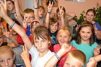 Dvaadvacet školáků, kteří tráví tento týden na příměstském táboře s jabloneckým Českým červeným křížem, se přišlo podívat do redakce Jabloneckého deníku nejen na to, jak se dělají noviny.