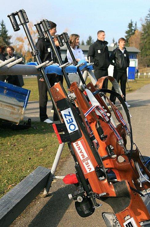 V jabloneckých Břízkách vyzkoušeli sportovci z různých odvětví střelbu na biatlonové terče ve střeleckém areálu Ski Klubu Jablonec. Hlavní dozor nad střelbou měla reprezentantka Veronika Vítková.
