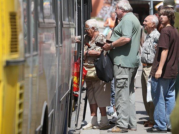 Od pondělí začne platit prázdninový jízdní řád autobusů MHD Jablonec