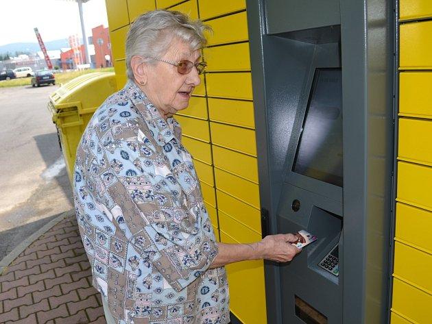 V Jablonci najdete poštomat u boční strany čerpací stanice Shell v Želivského ulici.