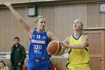 Basketbalistky Bižuterie (ve žlutém) prohrály oba zápsay s Trutnovem.