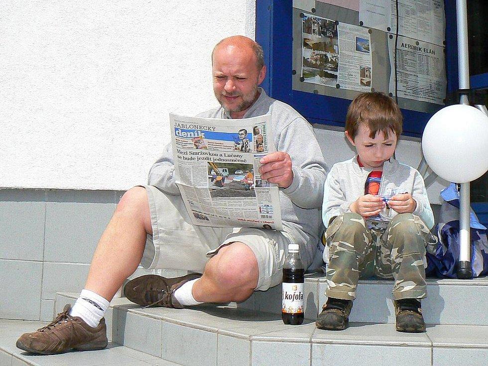 Jablonecký deník spolu se společností Sport Jablonec a útulkem pro opuštěná zvířata Dášenka pořádal Velký dětský den. Stovka koláčů, dvě stě koblih pro děti, tisk pro dospělé s nabídkou předplatného, o to se postarala redakce Jabloneckého deníku.