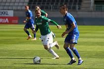 VÍTĚZNÁ GENERÁLKA. Fotbalisté Jablonce zdolali Varnsdorf 2:1. Na snímku jablonecký kapitán Tomáš Hübschman (vlevo).