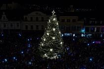 Vánoční strom v Jablonci v loňském roce.