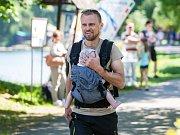 Závody kočárků proběhly 13. května na Den matek u přehrady v Jablonci nad Nisou.