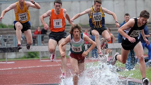 V Liberci proběhlo 2. kolo v I. lize atletiky družstev mužů a žen. K vidění byla řada kvalitních výkonů ze strany mladých nadějí. Na snímku běh na 3000m překážek mužů.